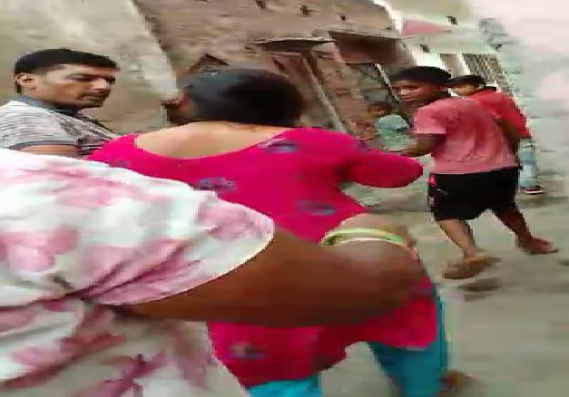 woman allegedly assaulting video viral Amroha up news