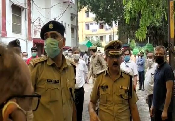 Lucknow Police Chief Commissioner Sujit Pandey without mask video