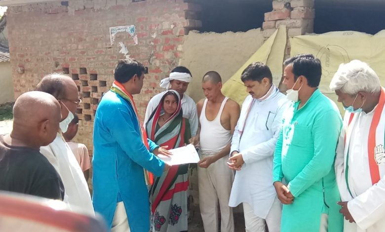 Azamgarh Congress provided financial assistance one lakh rupees family pradhan