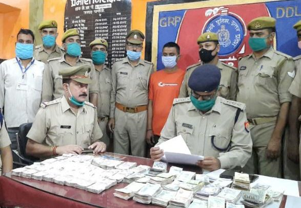 Chandauli GRP team recovered consignment of foreign currency