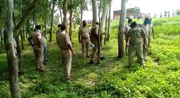 Dead body missing youth family accused of murder Shahjahanpur