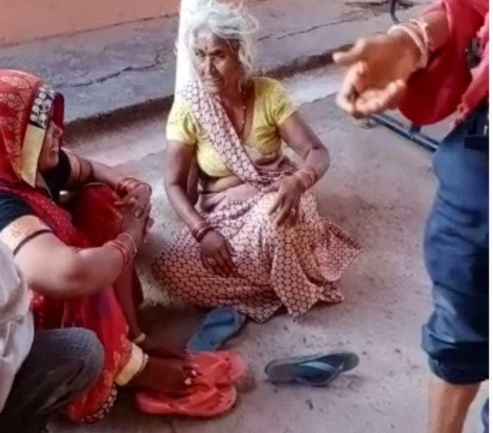 Jhansi old enmity villager beaten death up crime news