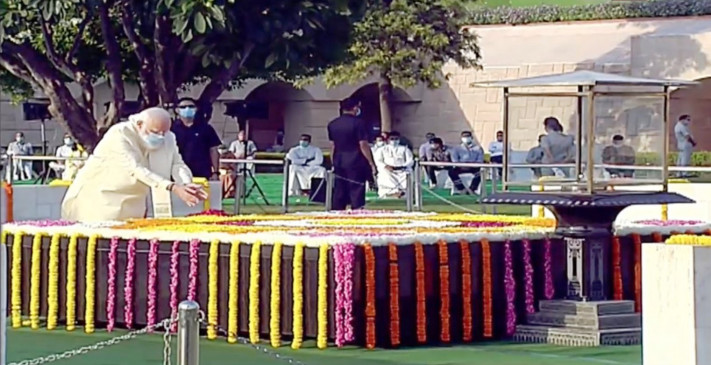 President and PM Modi paid tribute at Rajghat