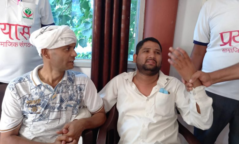 people of anti corruption caught lekhpal redhanded taking 10 thousand
